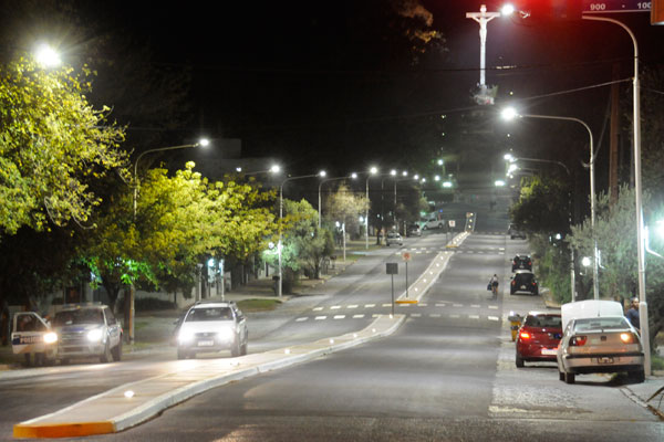 La Usina renovó la iluminación de la avenida Monseñor De Andrea