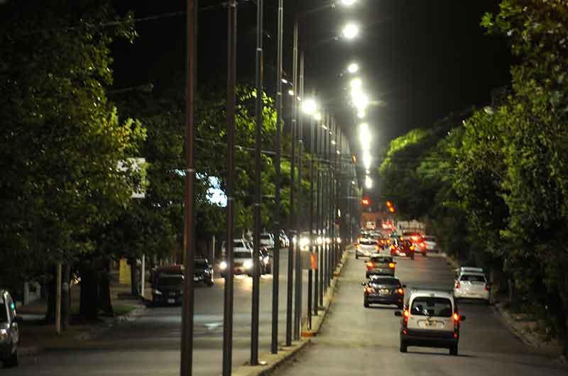 Se avanza con la iluminación de la avenida Avellaneda