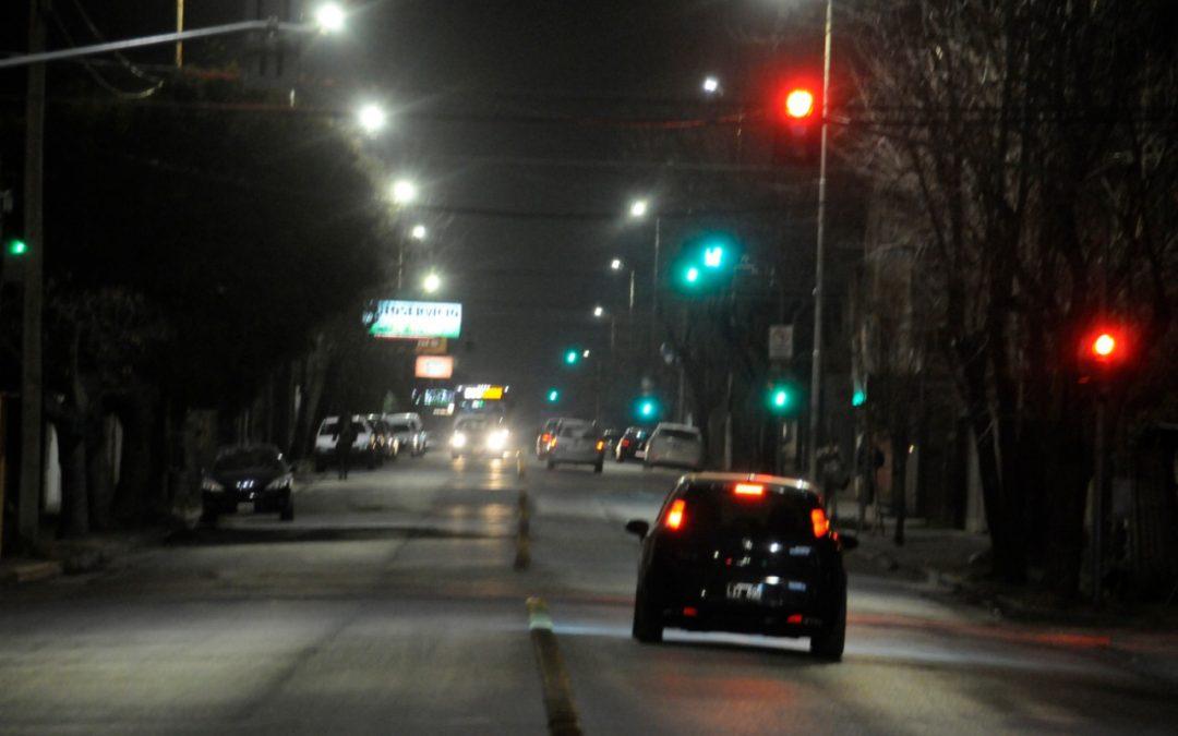 El Intendente supervisó la obra de iluminación de avenida Falucho