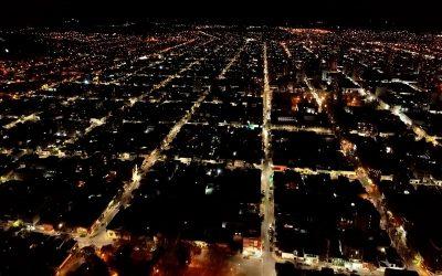 Usina y Municipio continúan con el programa de renovación del alumbrado público con la instalación de luminarias led en Villa Aguirre
